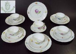 Dreiteilige Teegedecke für 6 PersonenDreiteilige Teegedecke für 6 Personen, insgesamt 18 Teile.