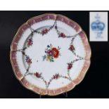 Zierteller, LUDWIGSBURG um 1775. Zierteller, LUDWIGSBURG um 1775. Im Spiegel farbige Blumenranken,