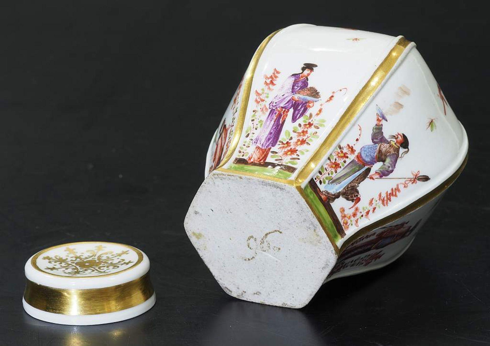 Teedose um 1725. MEISSEN. Teedose um 1725. MEISSEN. Balusterförmige Teedose in hexagonaler Form - Bild 7 aus 8