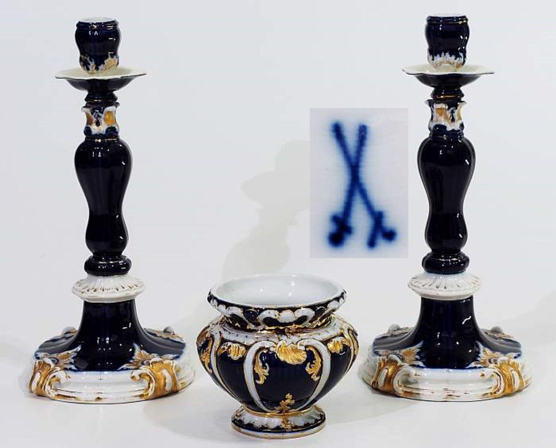 Prunk-Kerzenleuchter-Paar. MEISSEN um 1880. Prunk-Kerzenleuchter-Paar. MEISSEN um 1880, Modell Nr. B
