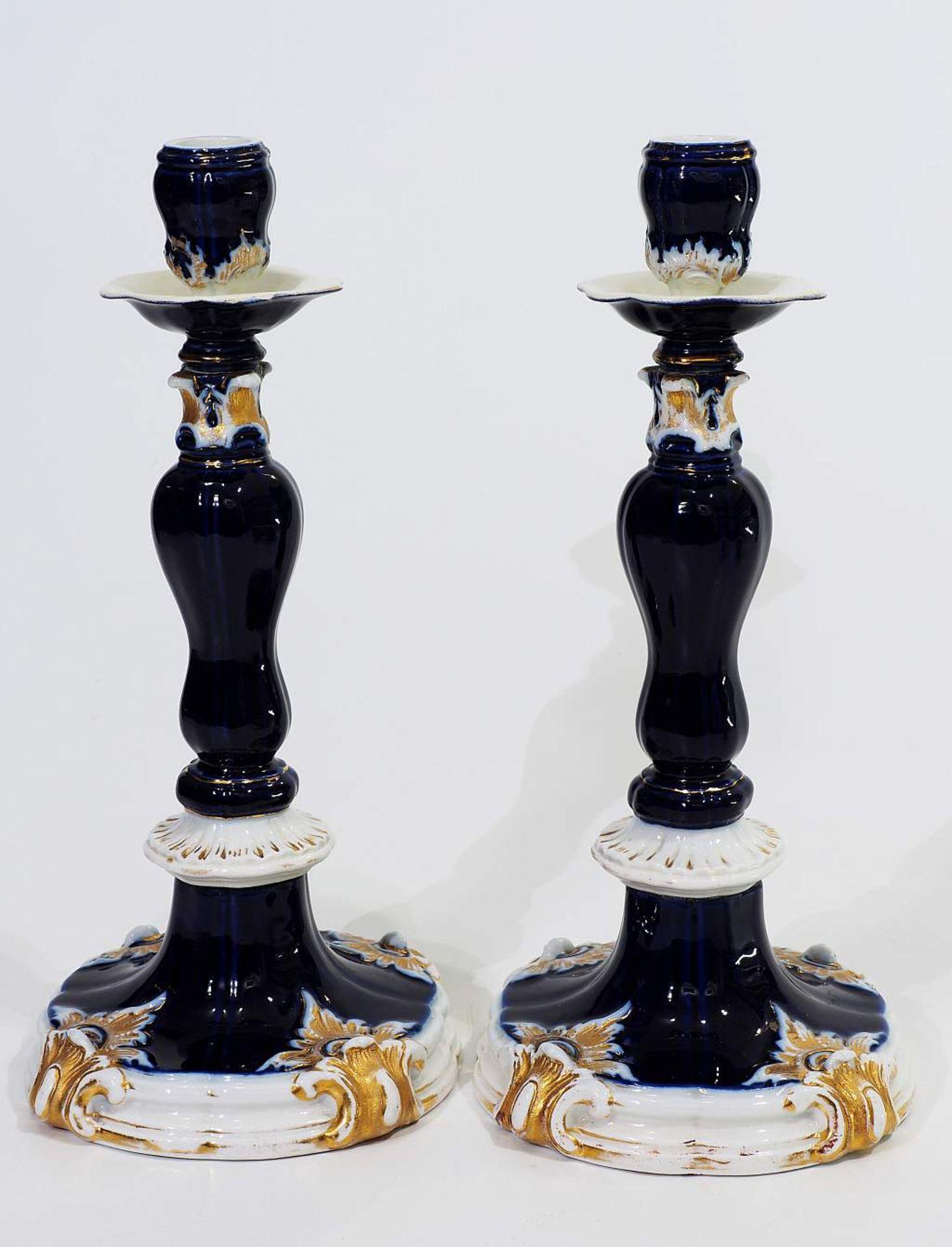 Prunk-Kerzenleuchter-Paar. MEISSEN um 1880. Prunk-Kerzenleuchter-Paar. MEISSEN um 1880, Modell Nr. B - Bild 4 aus 6