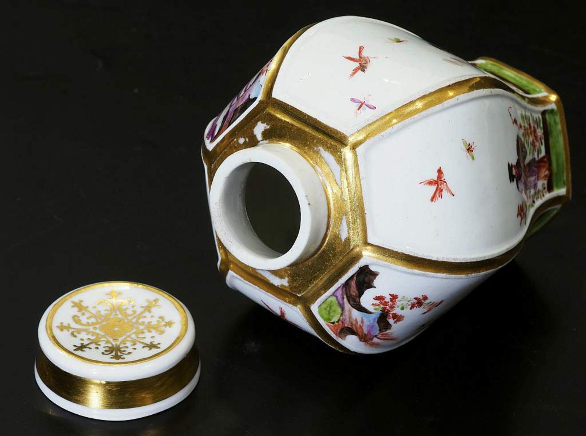 Teedose um 1725. MEISSEN. Teedose um 1725. MEISSEN. Balusterförmige Teedose in hexagonaler Form - Bild 6 aus 8