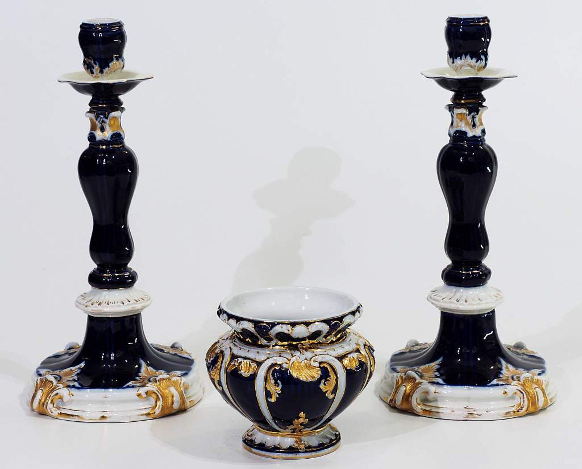 Prunk-Kerzenleuchter-Paar. MEISSEN um 1880. Prunk-Kerzenleuchter-Paar. MEISSEN um 1880, Modell Nr. B - Bild 2 aus 6