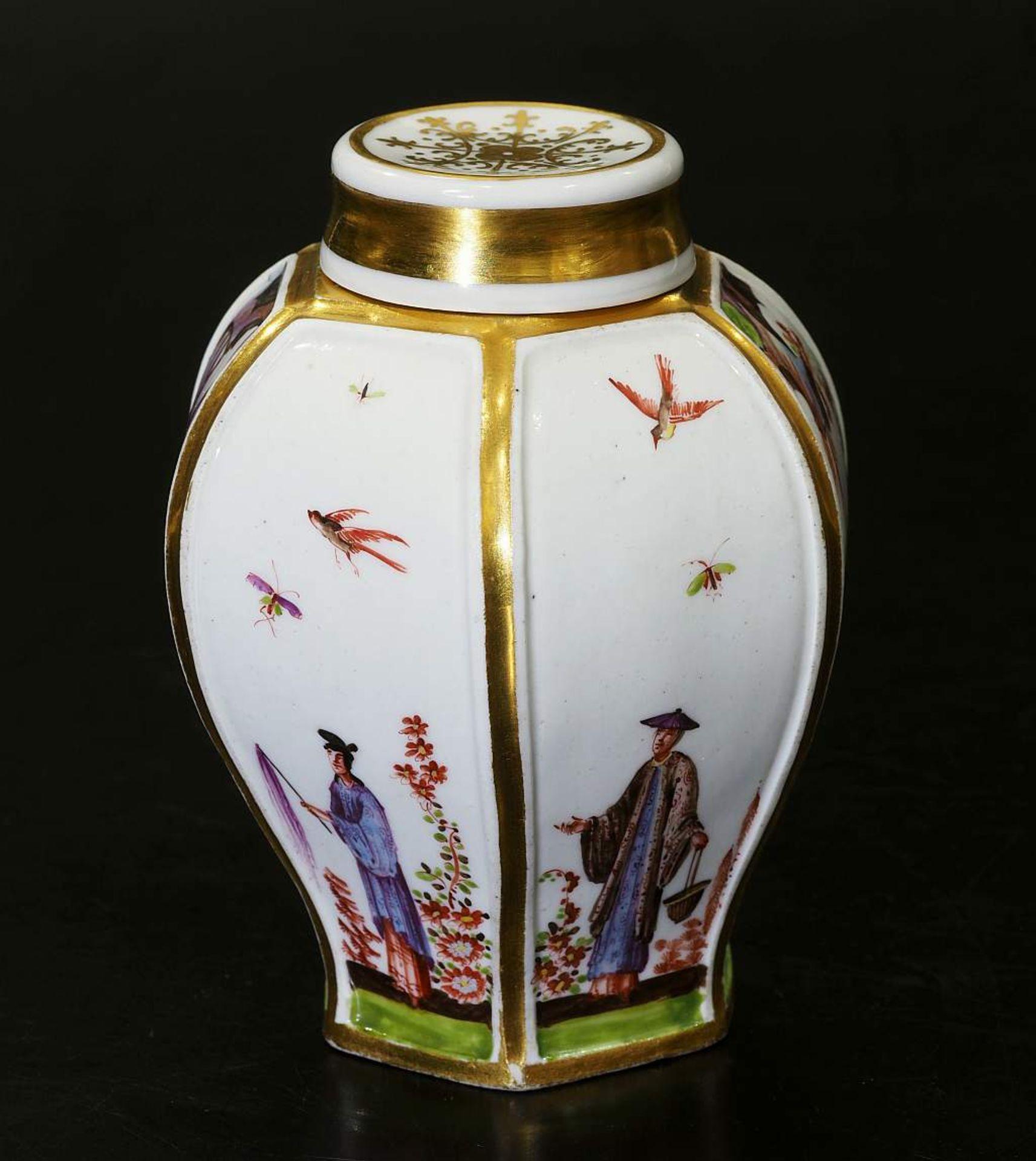 Teedose um 1725. MEISSEN. Teedose um 1725. MEISSEN. Balusterförmige Teedose in hexagonaler Form - Bild 3 aus 8
