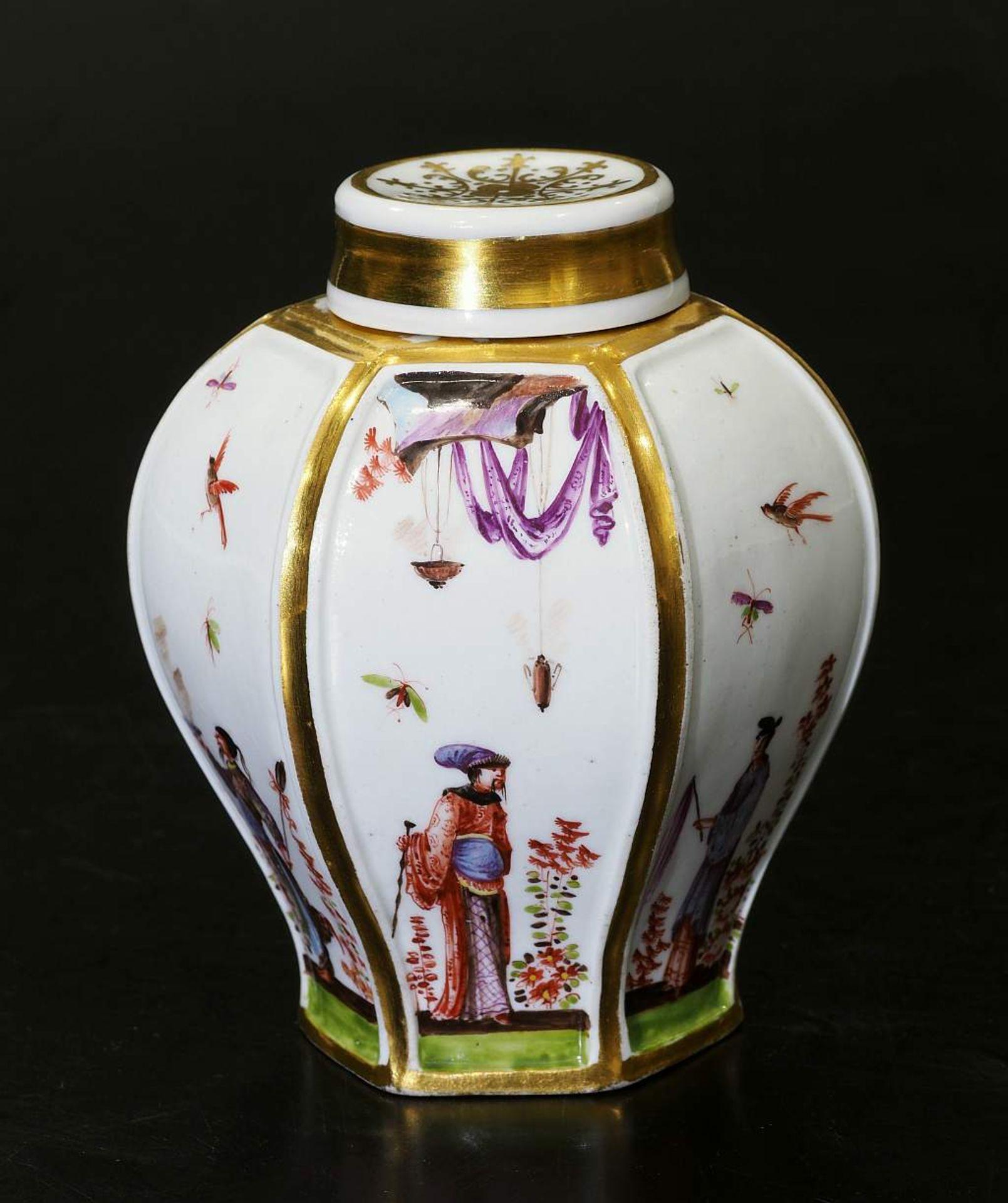 Teedose um 1725. MEISSEN. Teedose um 1725. MEISSEN. Balusterförmige Teedose in hexagonaler Form - Bild 2 aus 8