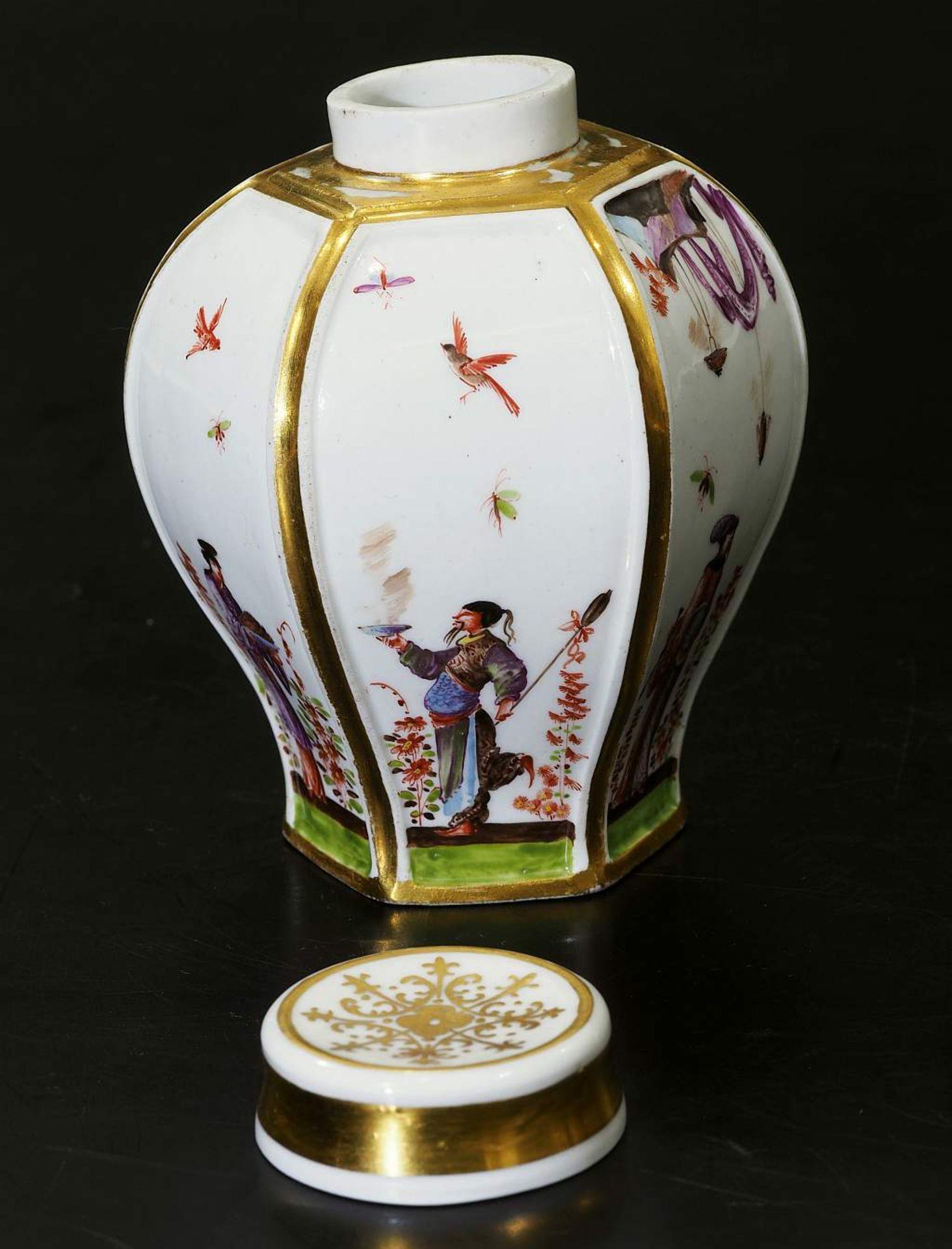 Teedose um 1725. MEISSEN. Teedose um 1725. MEISSEN. Balusterförmige Teedose in hexagonaler Form - Bild 5 aus 8