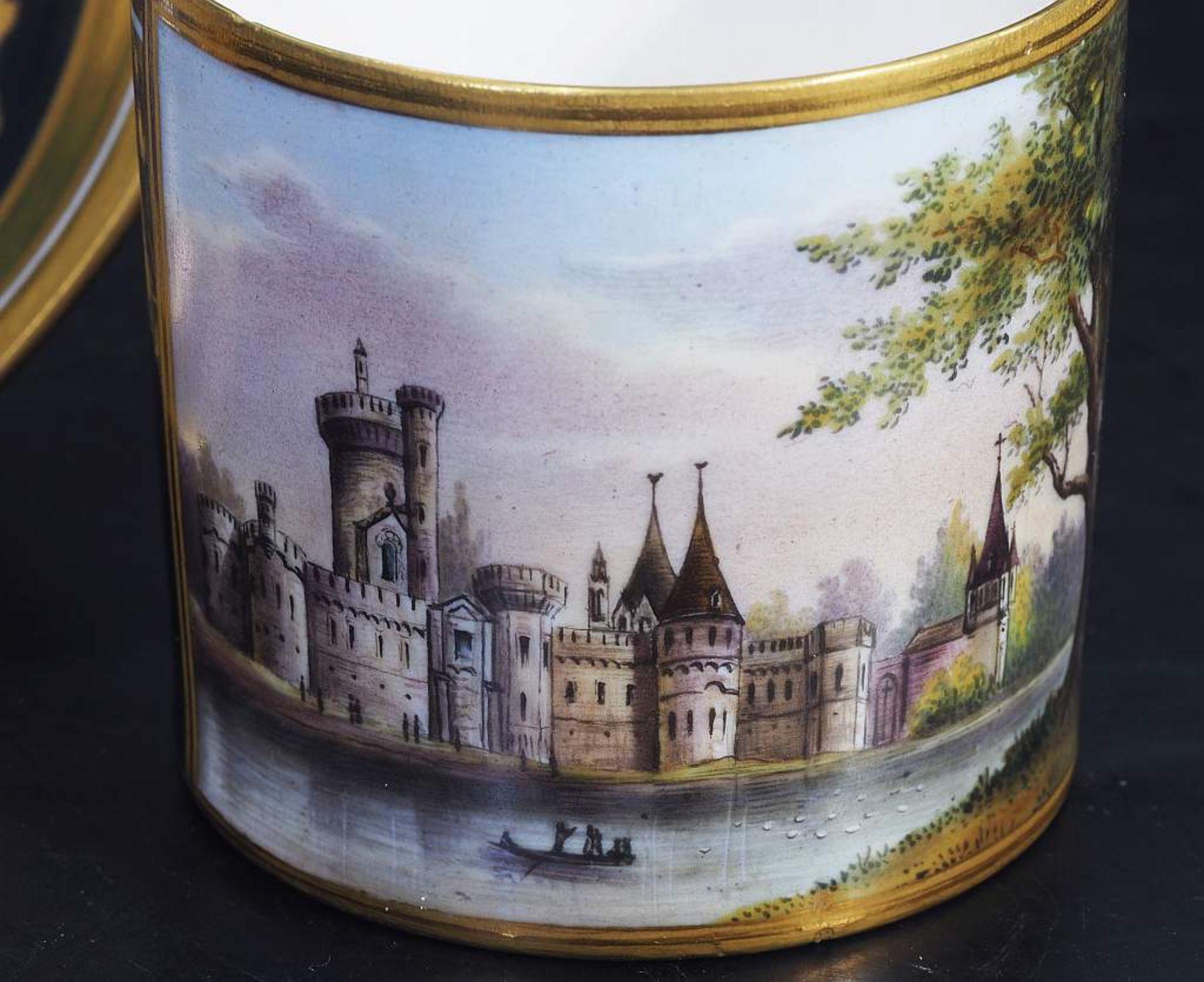 Los 28 - Bildtasse. Untertasse. WIEN, Kaiserliche Manufaktur um 1800/10.Bildtasse. Untertasse. WIEN,