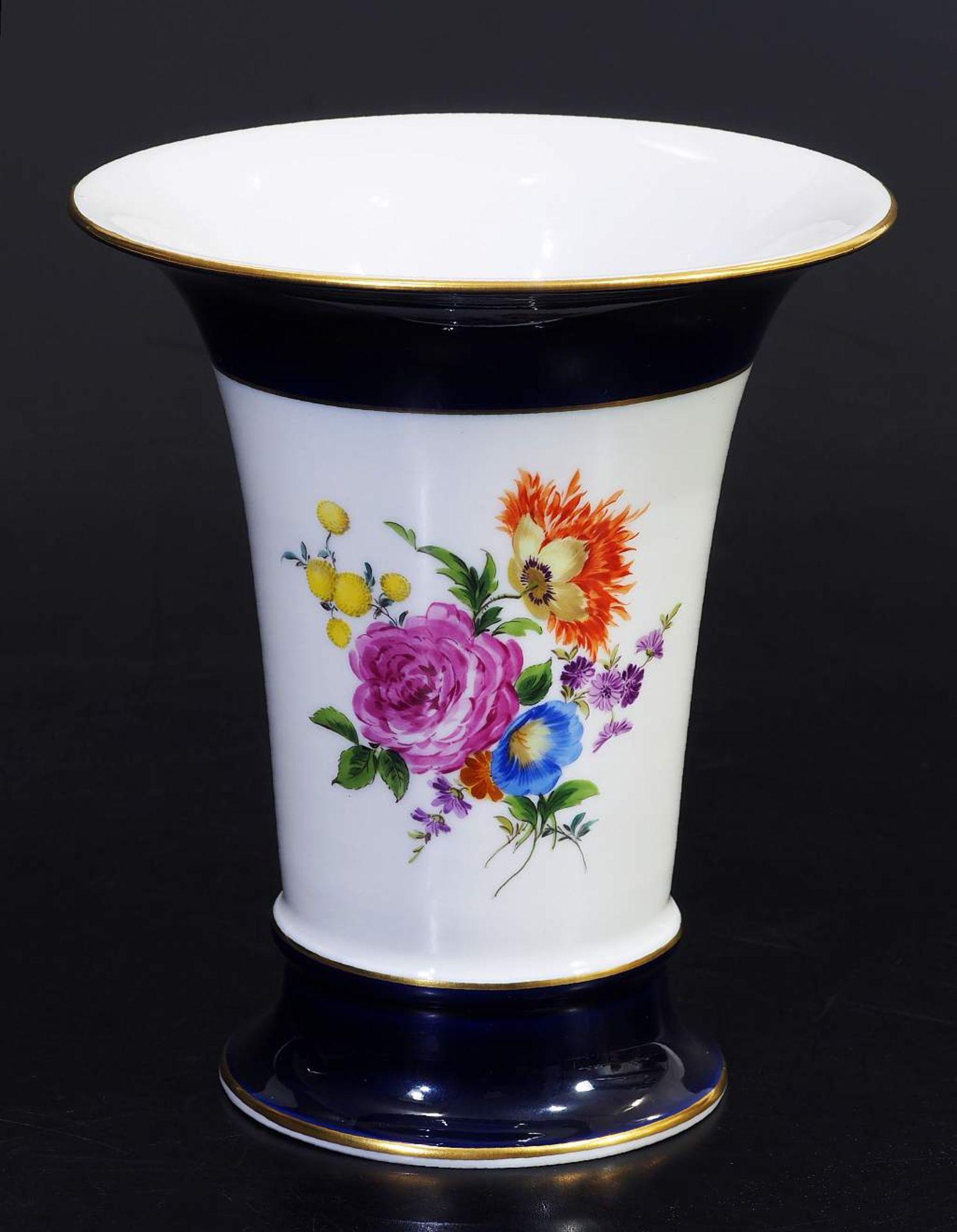 Los 21 - Kobalt Vase. Kobalt-Vase. MEISSEN 1957 - 1972, Modelljahr 1918, Modellnummer 478. Gefußter konischer