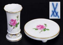 Biedermeier-Vase. Untersetzer auf vier Kugelfüssen. 1) Biedermeier-Vase. MEISSEN 1957 - 1972. Modell