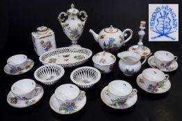 Teeservice für sechs Personen.Teeservice für sechs Personen. HEREND/Ungarn. 20. Jahrhundert.