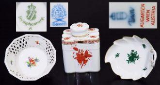 Drei Teile Konvolut. Drei Teile Konvolut. Bestehend aus: 1) Teedose HEREND, 20. Jahrhundert.