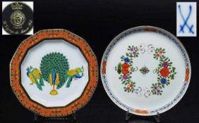 Zwei Zierteller. Zwei Zierteller. 1) Flacher Teller mit leicht hochgestelltem Rand, MEISSEN 1972 -