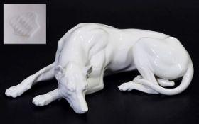 Liegende Dogge. NYMPHENBURG. Liegende Dogge. NYMPHENBURG. 20. Jahrhundert. Modellnummer 151. Entwurf