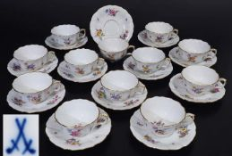 """Teetassen. Untertassen. MEISSEN um 1900.Teetassen. Untertassen. MEISSEN um 1900. 1. Wahl. Form """""""