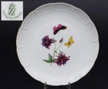 """Bildteller. NYMPHENBURG. Bildteller. NYMPHENBURG um 1935. Farbiges Dekor """"Akelie mit Blütfleck und"""