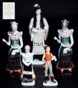 Konvolut mit fünf verschiedenen Figuren in Folklore-Tracht.Konvolut mit fünf verschiedenen Figuren