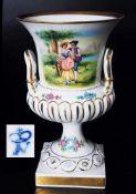 Pokalvase im Capodimonte-Sti. Pokalvase im Capodimonte-Sti. 20. Jahrhundert. Vase in Amphorenform,