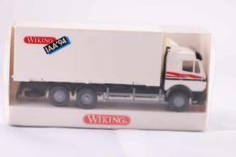 Wiking 5730530 Wechselkoffer-LKW (MB), neuwertig, OVP- - -20.00 % buyer's premium on the hammer