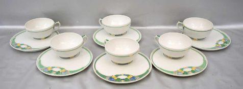 Sechs Jugendstil-Teetassenmit Untertasse, Dekor Ceres, grüne Füllhörner mit bunten Blüten, im