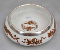Gebäckschalerund, Dekor brauner Drache, Rand 925er Silber, Dm 14 cm, blaue Schwertermarke Meissen,