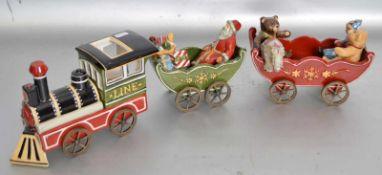 Weihnachtszugmit Lokomotive und zwei Anhänger, mit Nikolaus und Tieren, bunt bemalt, leicht best., H