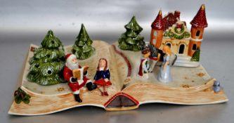 Weihnachtsspieluhrin Form eines aufgeschlagenen Buches, dekoriert mit Tannenbäumen, Nikolaus,