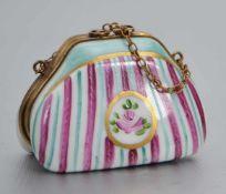 Pillendosebunt bemalt, in Form einer Handtasche, H 3,5 cm, L 5 cm, FM Limoges