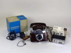 """Voigtländer-Kamera""""Bessamatic""""; mit Beschreibung; im Originalkarton; dazu: Metz-Blitzgerät"""