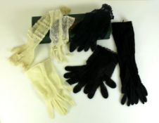 Handschuh-Schatulle (Anfg. 20.Jh.)mit mehreren Handschuhe (kurz und lang); verschiedene
