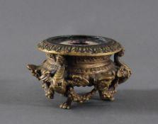Bronze Kerzenhalter EmpireReliefdekor in stiltypischer Zeit, von drei Tatzen-Füßen getragen, ca. H-