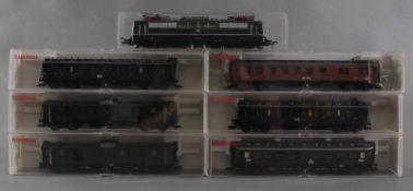 Fleischmann H0 E-Lok 151 0300-4 mit 6 Fleischmann GüterwaggonsModellnummer der Waggons 5080, 5084,