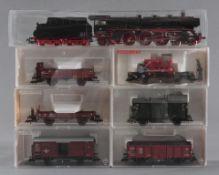 Märklin H0 Dampflok 003 160-9 mit 6 Fleischmann GüterwaggonsModellnummer der Waggons 5885, 5300,