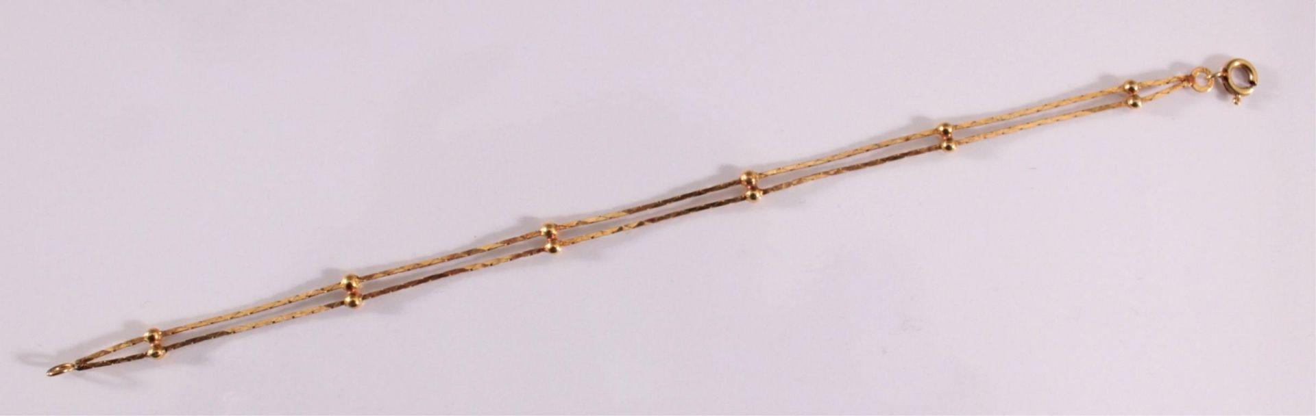 Damenarmband aus 8 Karat GelbgoldZweireihiges Armband an der Schließe punziert 333. Länge ca. 18 cm. - Bild 2 aus 2