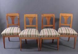 4 frühe Biedermeierstühle, 1. Hälfte 19. Jh.Kirschbaum, gepolsterte Sitzflächen, sehr guter Zustand,