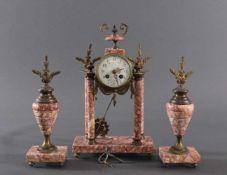 Französische Portaluhr ca. 1830-1860. 3-teiligMarmor und Messing, Schlag zu 1/2 und vollen Stunde