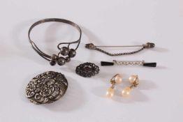 Konvolut Silberschmuck und Ohrringe1 durchbrochen gearbeitete Silberbrosche, ca. Durchmesser 5 cm,