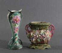 Jugendstil-Jardinière und VaseKeramik, heller Scherben farbig glasiert. Jardinière mit seitlichen