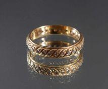 Memoryring mit Diamanten aus 14 Karat GelbgoldPunziert 585, umlaufen mit kleinen Diamanten verziert,