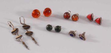 6 Paar Silber-Ohrringe2 Paar mit Bernstein und 1 Paar mit Lapislazuli, 1 Paar mit grünem und 1