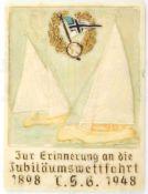 """ERINNERUNGSPLAKETTE """"Jubiläumswettfahrt T.S.G. 1898-1948"""" (Touren-Segler Grünau/Berlin), Kunststoff,"""
