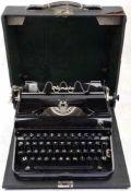 """SCHREIBMASCHINE OLYMPIA """"ELITE"""", um 1935, Gehäuse Eisen, Weißmetall, schwarz lackiert, 52 Tasten,"""