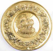 WANDTELLER, Buntmetall/durchgeprägt, m. Darst. einer Kogge/Galeere sowie floralen Motiven, Ø 37cm,