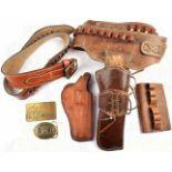 2 REVOLVERGÜRTEL, braunes festes Leder, 1-Dorn-Schließen, 1x m. Holster f. Revolver, zahlr.