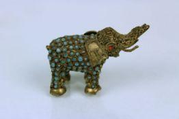 Elefant, Nepal 19. Jhdt.Messing mit Steineinlagen ca. 6,5 x 4 cm