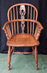Lot 61 - A 19th century elm Windsor chair