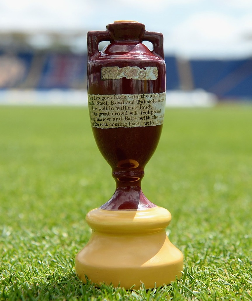 Lot 31 - The Ashes A fabulous opportunity for two people to witness day two of the third test against 'the