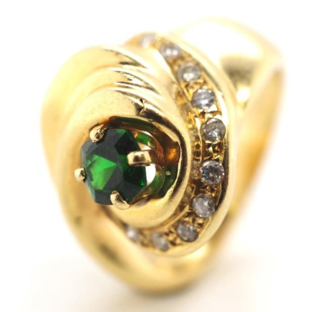 Lot 31 - 18ct gold, diamond and greenstone ring