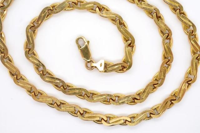 Lot 7 - A heavy 9ct yellow gold chain necklace