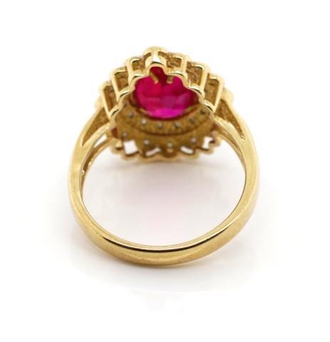 Lot 21 - 9ct yellow gold and simulant ring