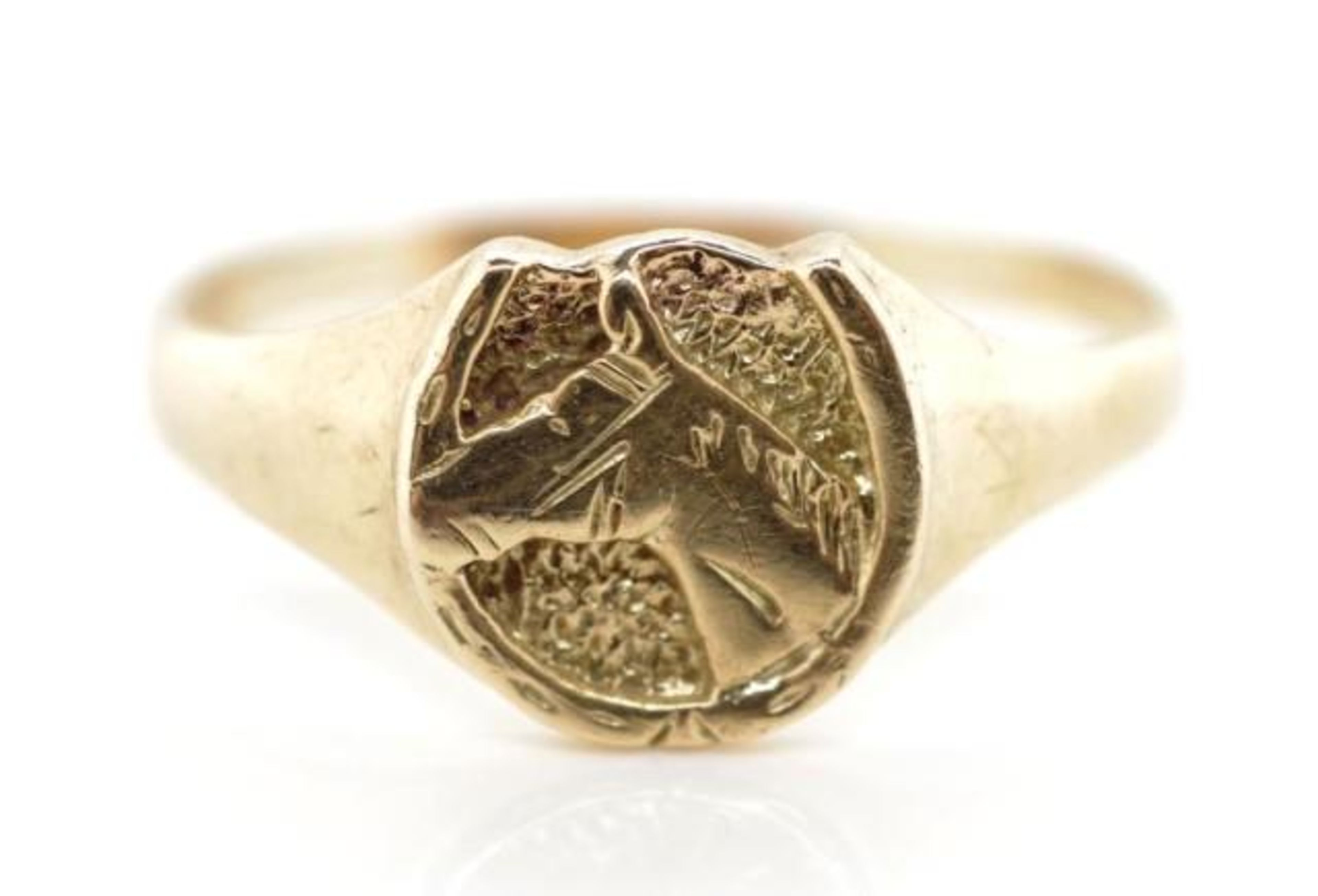Lot 55 - 9ct yellow gold horse & shoe ring